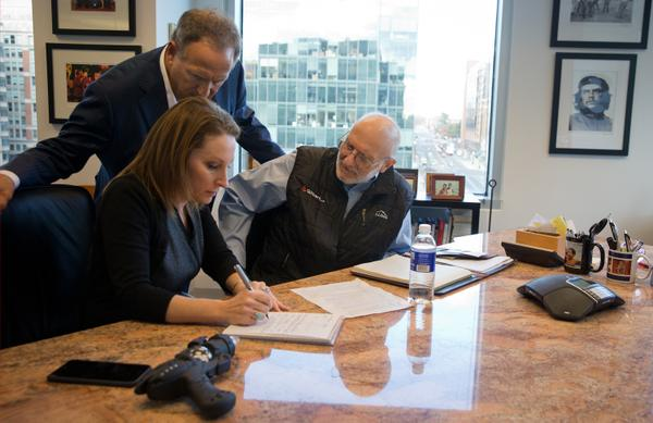 Alan Gross, w atty Scott Gilbert & spokeswoman Jill Zuckman, prepping remarks to deliver after arriving in US