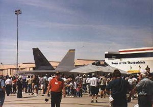 003~YF-22_in_its_first_public_display