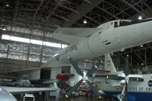 001~Almost_stretches_from_front_to_back_in_hangar